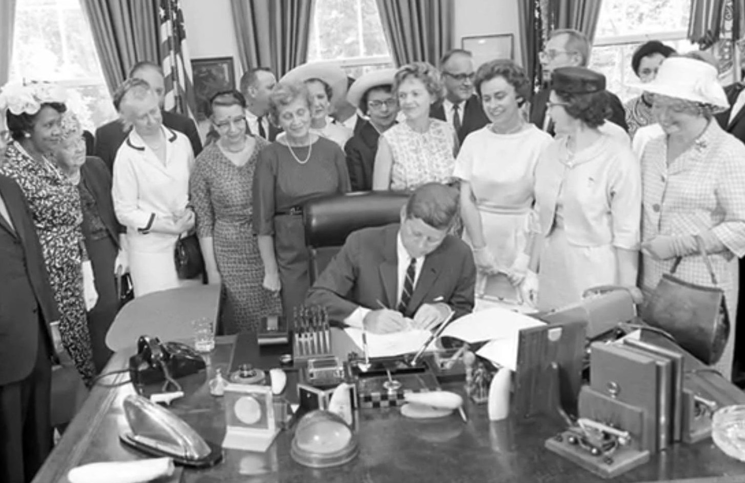 president john kennedy as signed the equal pay act into law About president john f kennedy signed the equal pay act into law in 1963, guaranteeing equal pay for women and men doing the same work for the same employer.